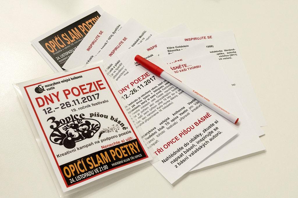 Tři opice píšou básně