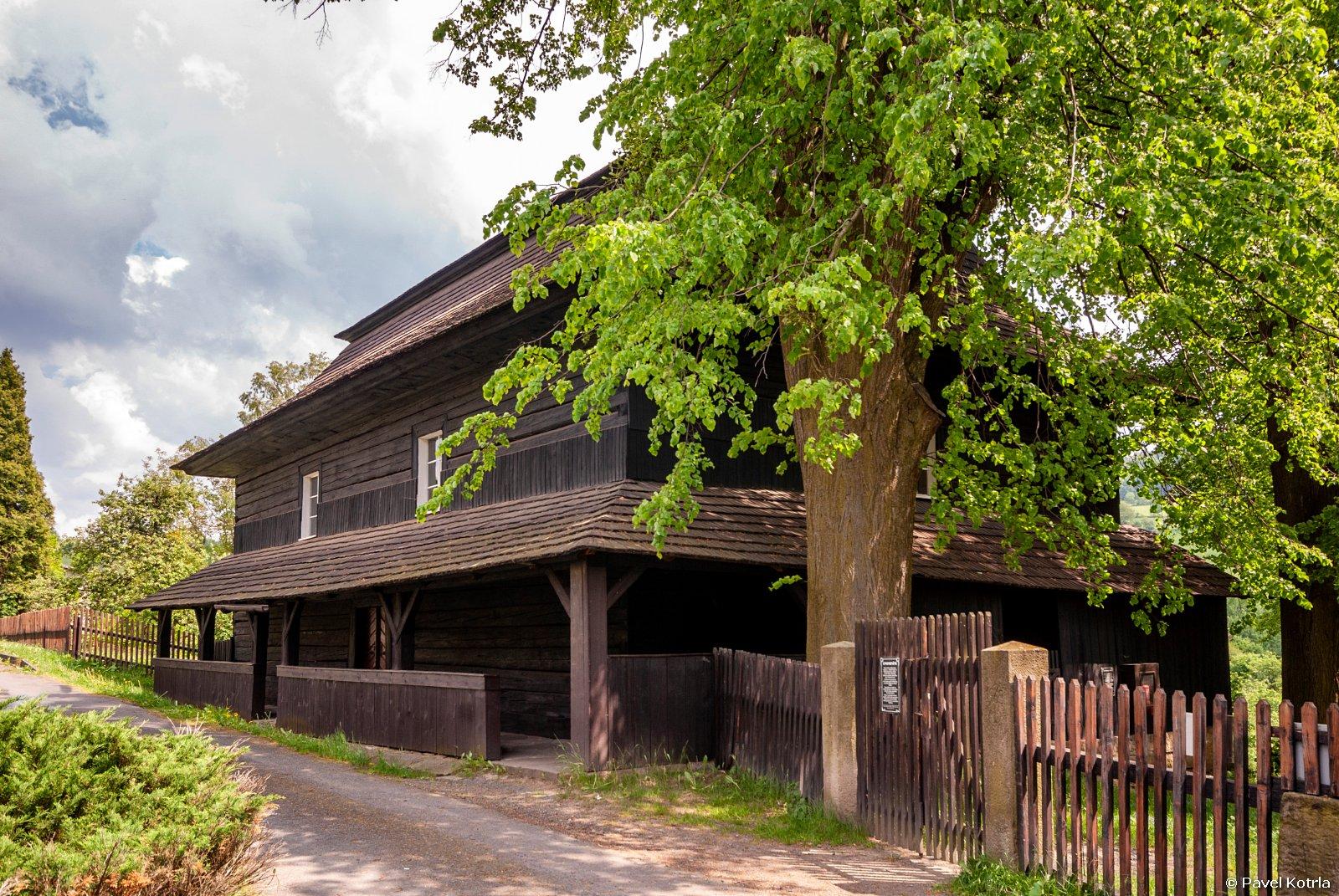 Velká Lhota - dřevěný toleranční kostel