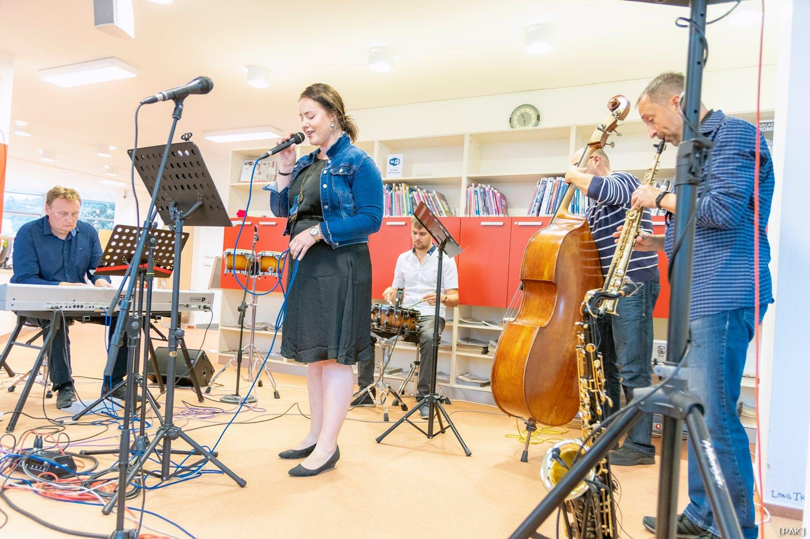 Jazz Hec & Vocal se zpěvačkou Klárou Blažkovou